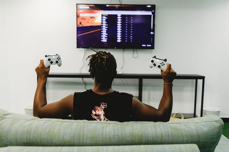 holding a controller 750x499 - The 3 Best Indie Games Of 2018